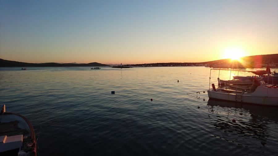 Ve-son-olarak-tekneden-indikten-sonra-limandan-gün-batımı-1024x576 19.48.52